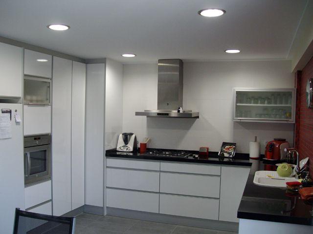 Claves para una perfecta iluminaci n en tu cocina - Focos led para cocina ...