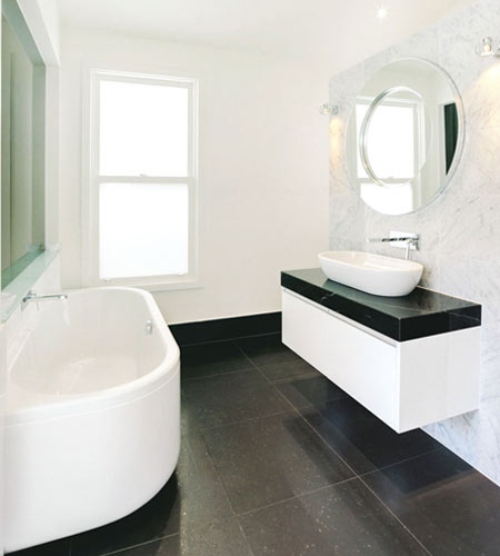 amplitud en tonos claros para baños